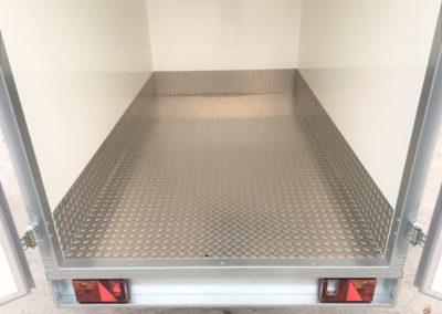 Fond et plinthes aluminium sur remorque frigorifique