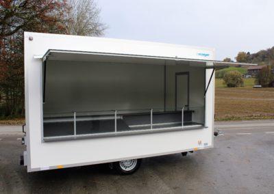 Lebensmittelwagen mit Glastheke