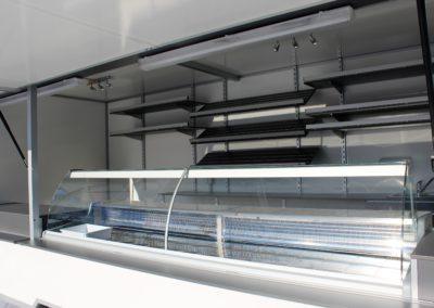 Food truck avec vitrine frigorifique et étagères 2