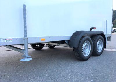 Lastwagen mit Seitenfüßen