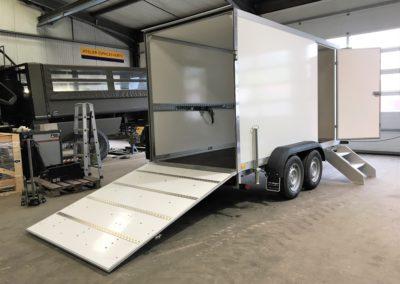 Van-Trailer mit Deck, erhöht und Seitentür