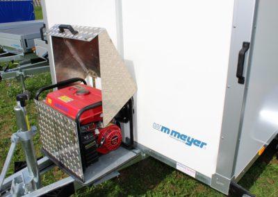 Kühlanhänger mit Generator auf Zugstange