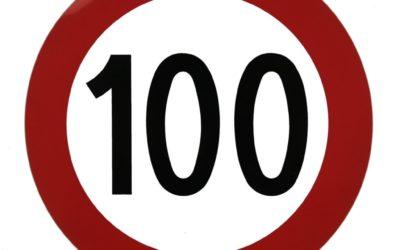 Rouler à 100 km/h avec sa remorque sur les autoroutes en Suisse